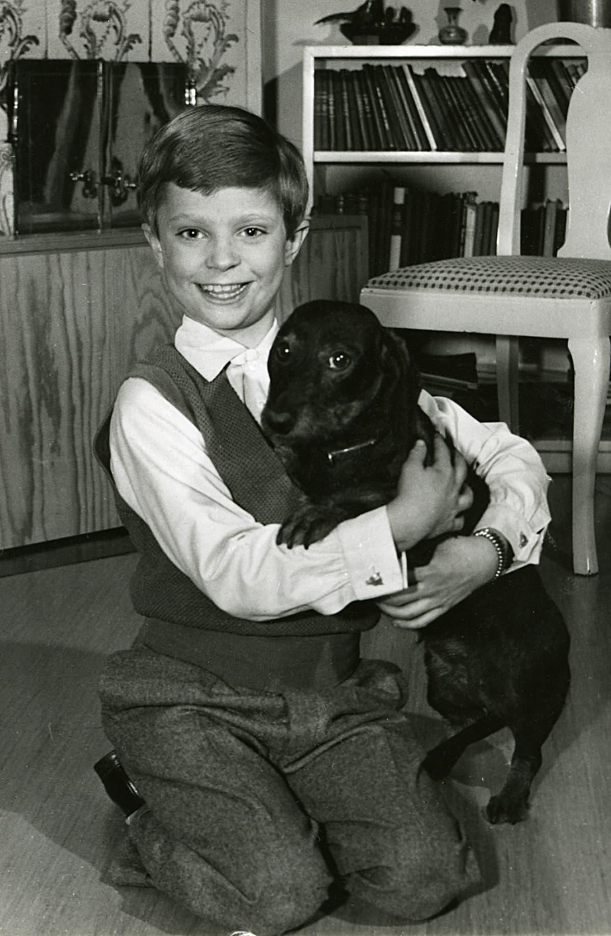 Kruununprinssi Kaarle Kustaa lapsena.