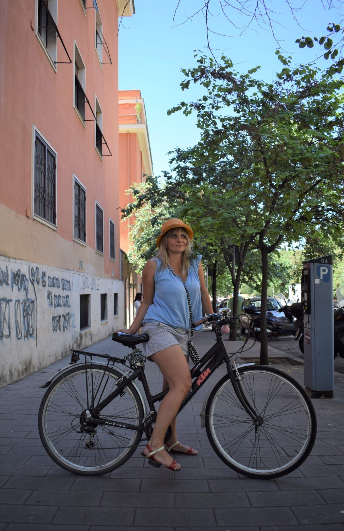 Riikka Vainio pyöräilee paljon Roomassa