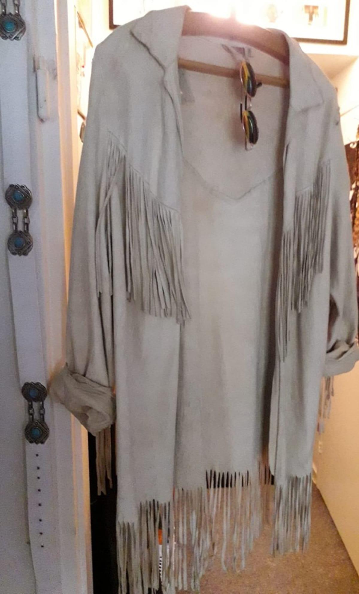Vaateaarre säämiskästä tehty takki.