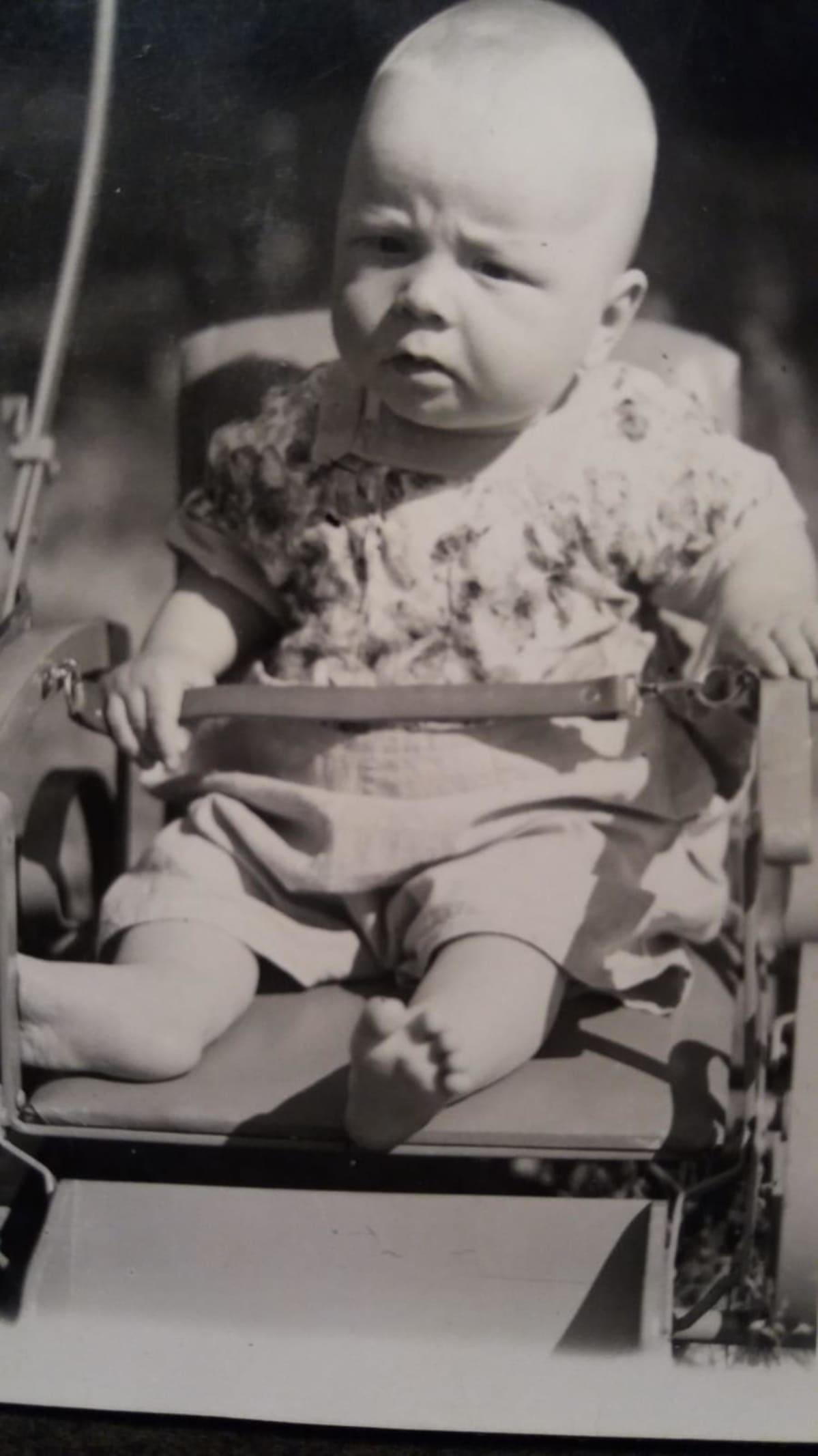 Arvi Lind evakossa Mikkelissä 1941.