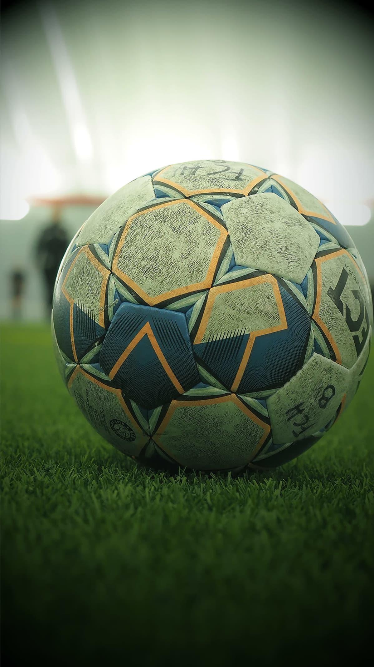 Jalkapallo kentällä.