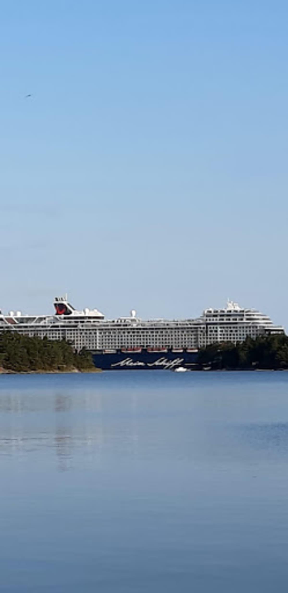 Alus nähtiin myös Korppoon suunnalla.