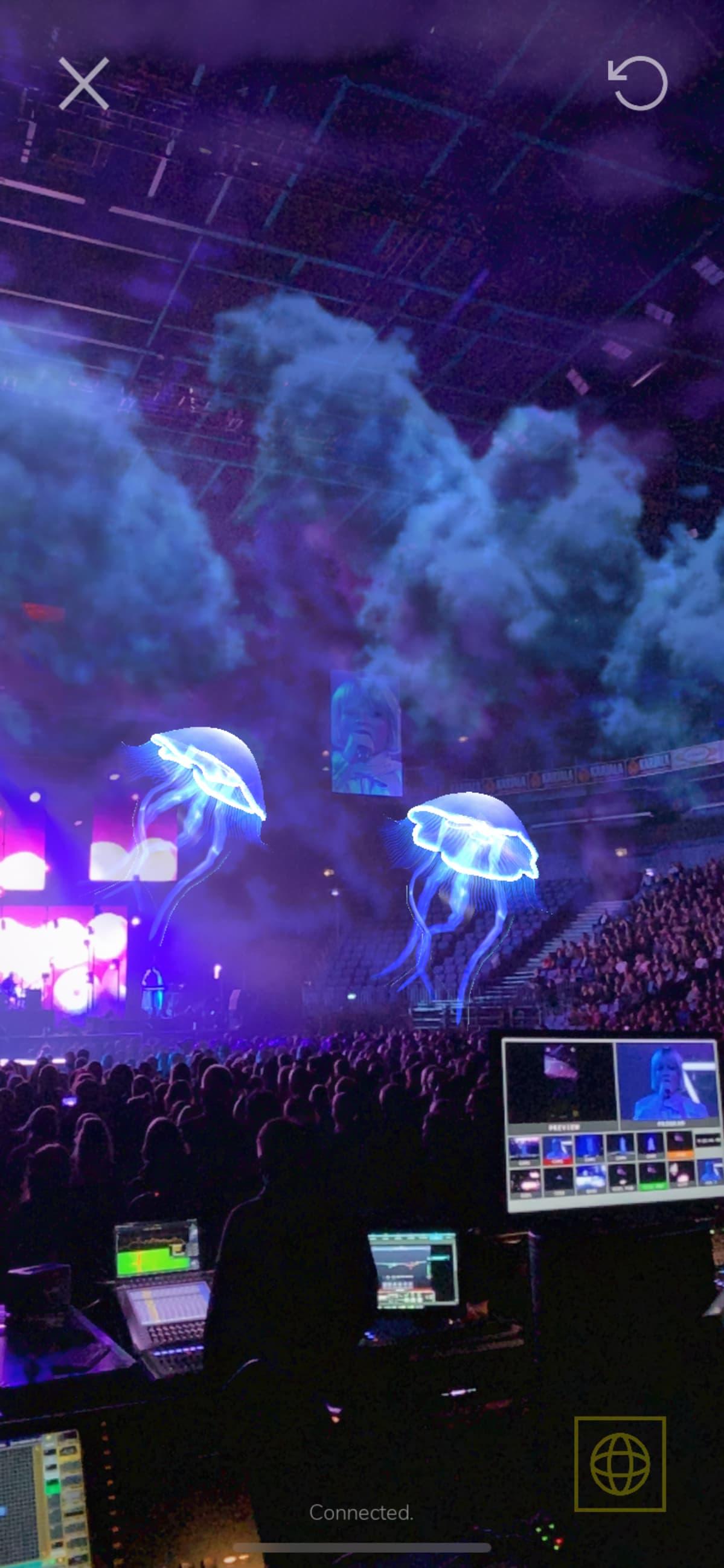 Paula Vesan konsertti Hartwall Areenalla, missä yleisöllä olimahdollisuud kokeilla Alternative reality-tekniikkaa puhelimillaan.