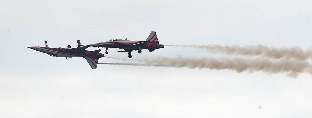 Patrouille Suisse -taitolentoryhmän F-5-koneet esiintyivät yleisölle Berliinin lentonäytöksessä 2. kesäkuuta 2016.