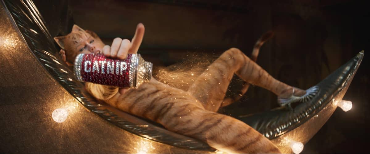 Harvoja kehuja Cats-elokuvasta saanut Bombalurina (Taylor Swift) on musikaalin pääpahiksen Macavityn kätyri.