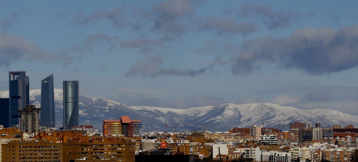 Madrid, taustalla näkyy vuoristoa
