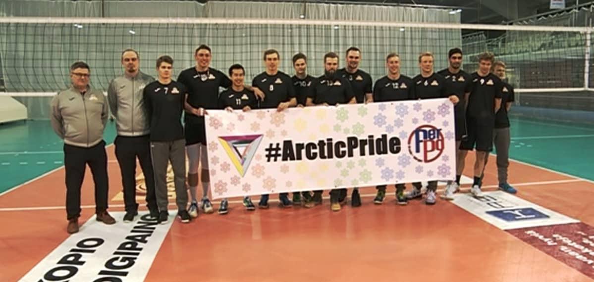 PerPon lentojoukkue kantaa Arctic Pride -lakanaa