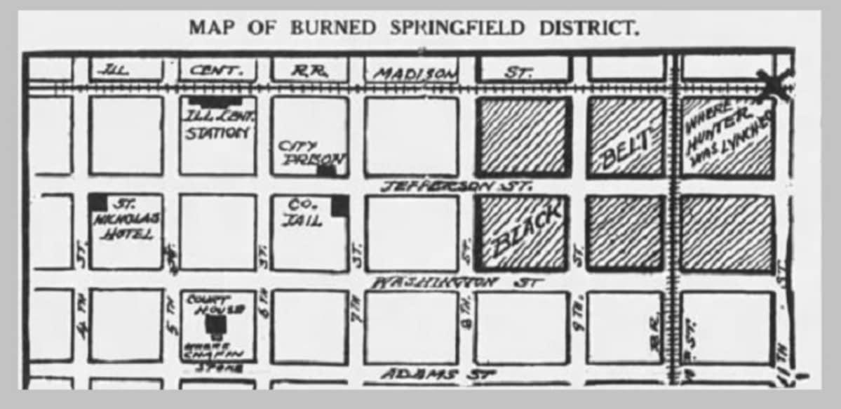 Käsin piirretty kartta ruutukaavaasta, johon on merkitty kuusi  tuhottua korttelia ja lynkkauspuu.