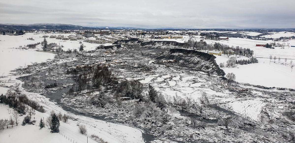 Yleiskuva maanvyörymäalueesta Gjerdrumissa Norjassa.