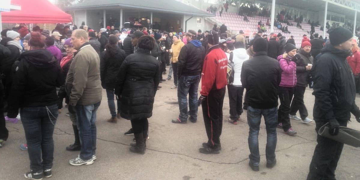 Myllykoskelaiset palasivat Saviniemen stadionille, kun Mypa avasi kotiottelunsa Kolmosessa.