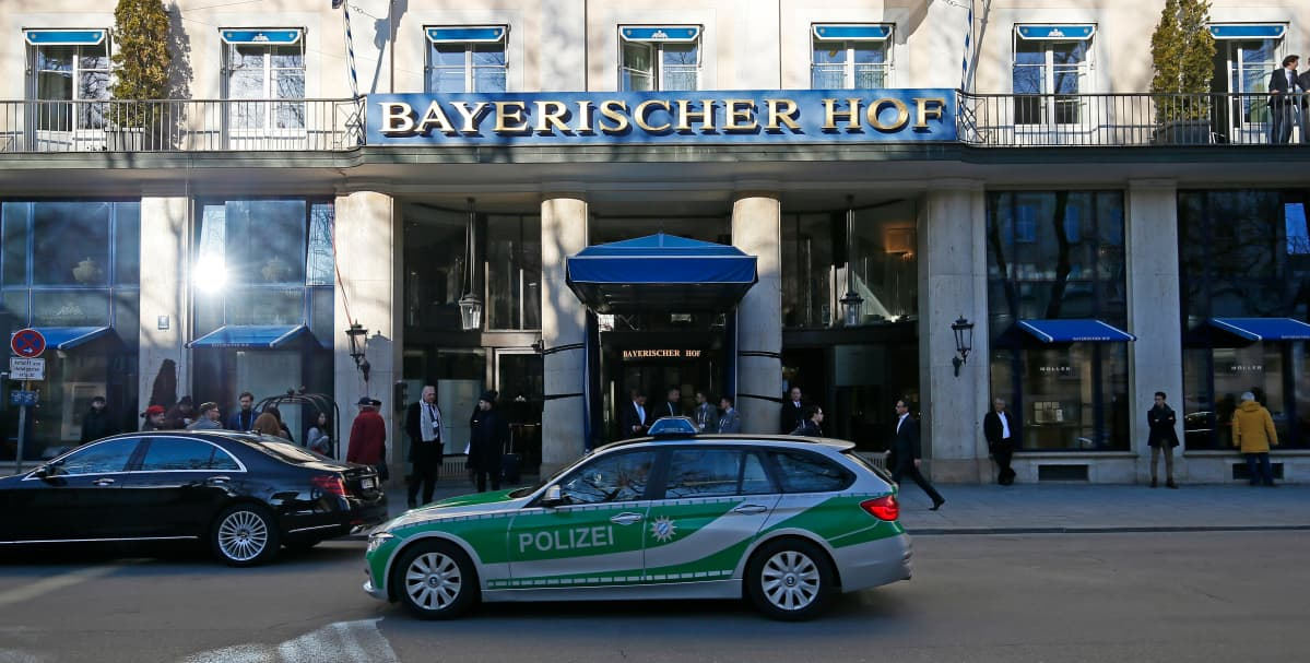 Hotelli Bayericher Hof Münchenissa.
