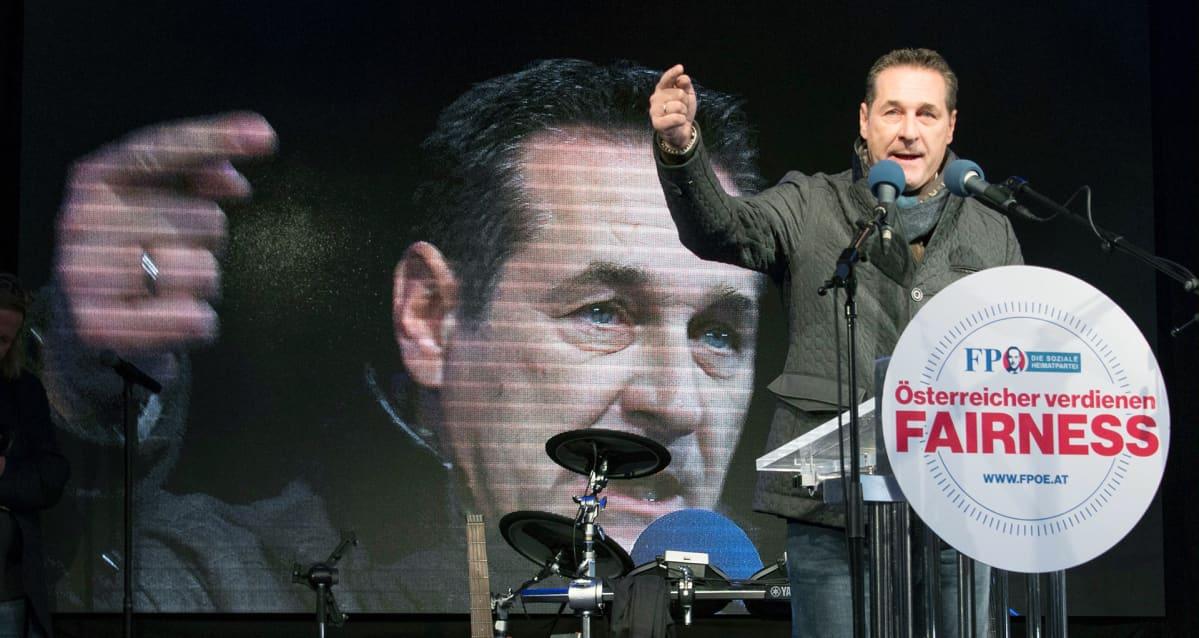 Heinz-Christian Strache kampanjoi Wienissä.