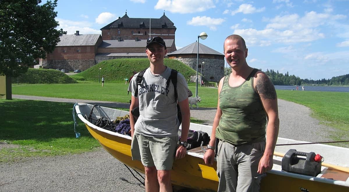 Adrian Candolin ja Christian Rönnbacka perillä Hämeenlinnassa kesällä 2011