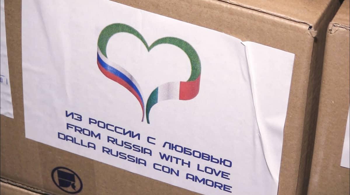 Kuvakaappaus Venäjän puolustusministeriön videomateriaalista jossa toimitetaan avustuspaketteja Italiaan.