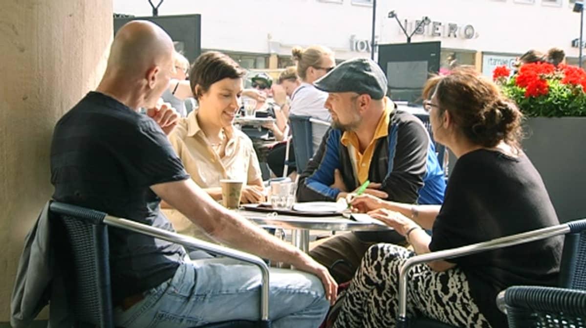Suomeen muuttaneet taiteilijat Willem Wilhelmus (vas.), Amal Laala, Marek Pluciennik ja Edwina Goldstone ovat osaltaan kansainvälistäneet suomalaista taidekenttää.