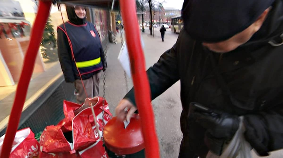 Joulupatakeräys Hakaniemessä.