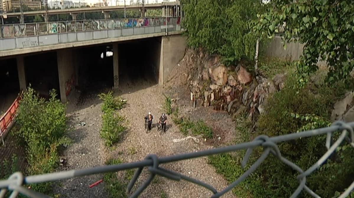 Entinen junarata- ja tunneli Pasilassa.