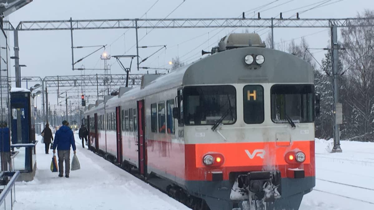 Juna Kouvolan rautatieasemalla