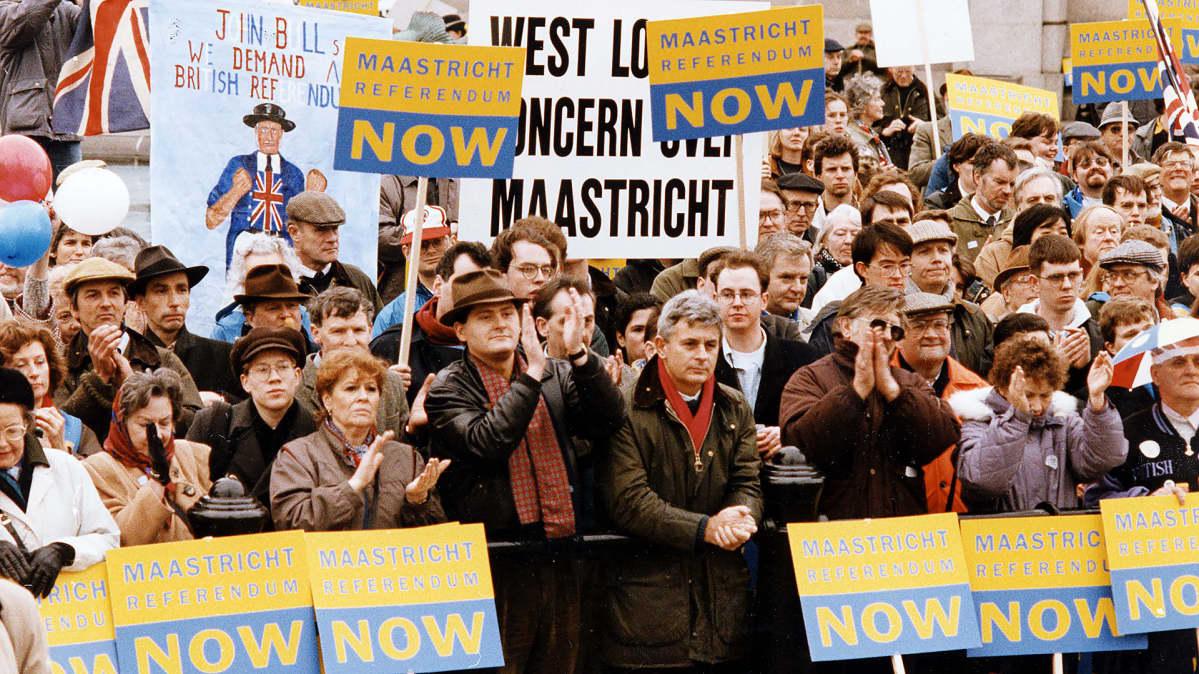 Mielenosoitus Maastrichtin sopimusta vastaan vuonna 1993.