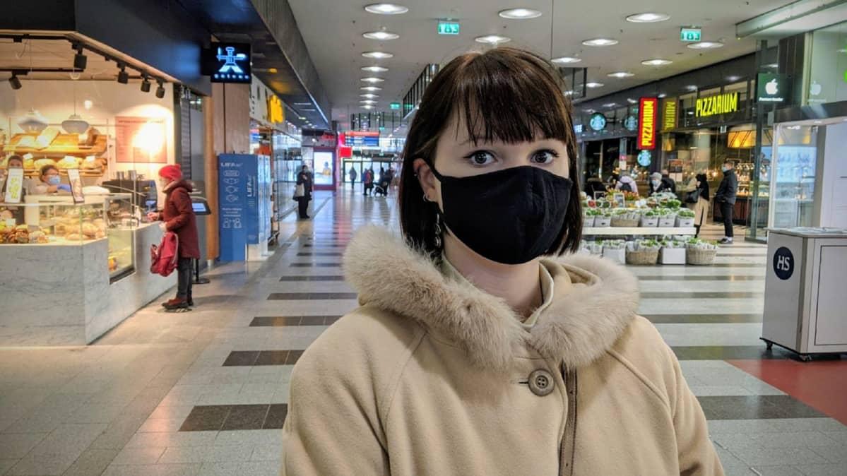 Helsinkiläinen Susanna Pesso ei tiukentaisi enää ravintoloiden tai leffateattereiden toimintaa.