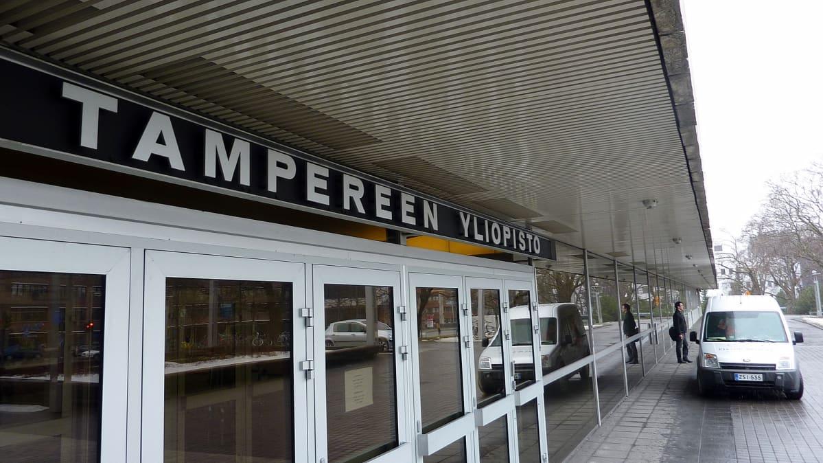 Tampereen yliopiston pääsisäänkäynti