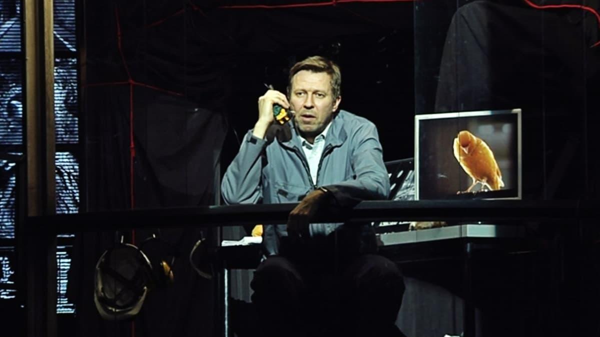 Martti Suosalo esiintyy Luolasto-näytelmässä.