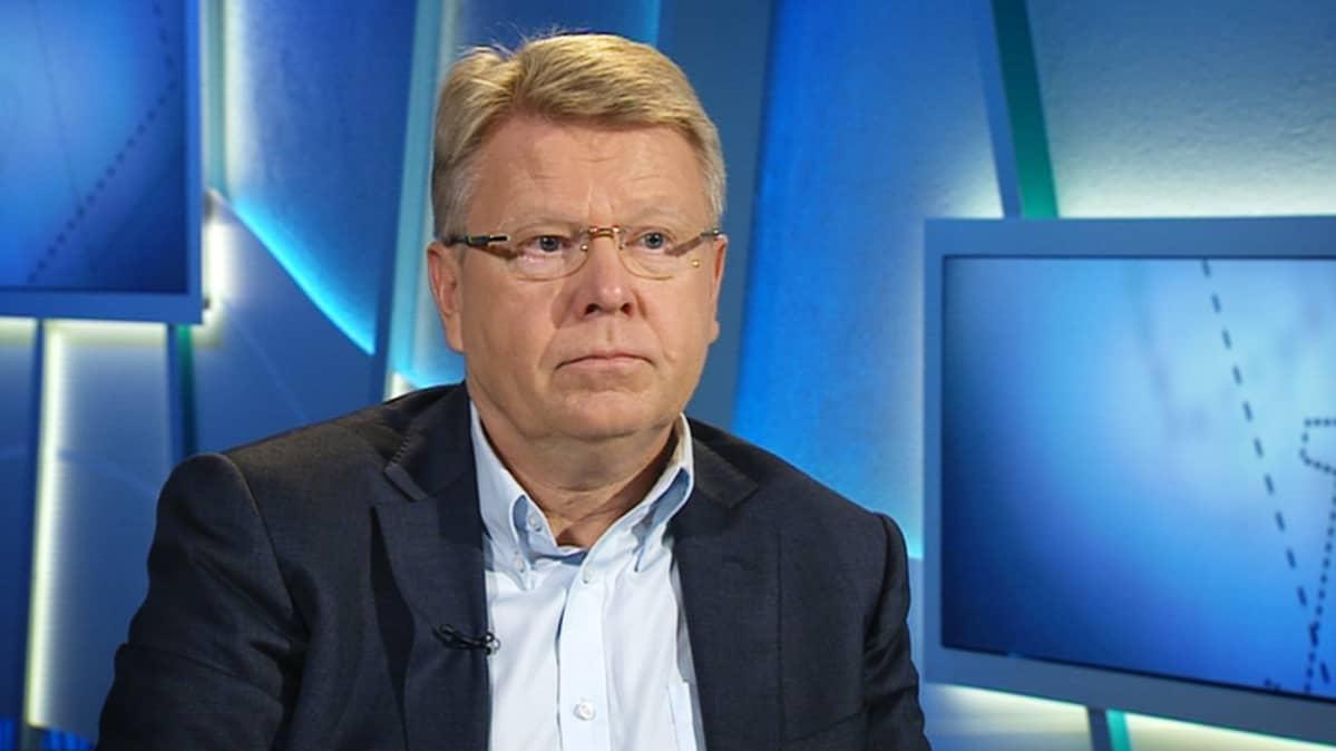 Jyri Häkämies.
