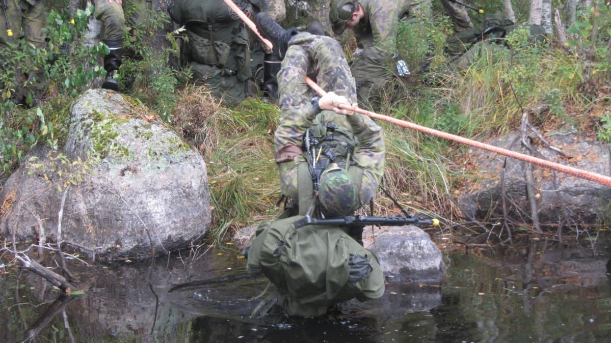 vesistön ylitys sotaharjoituksessa