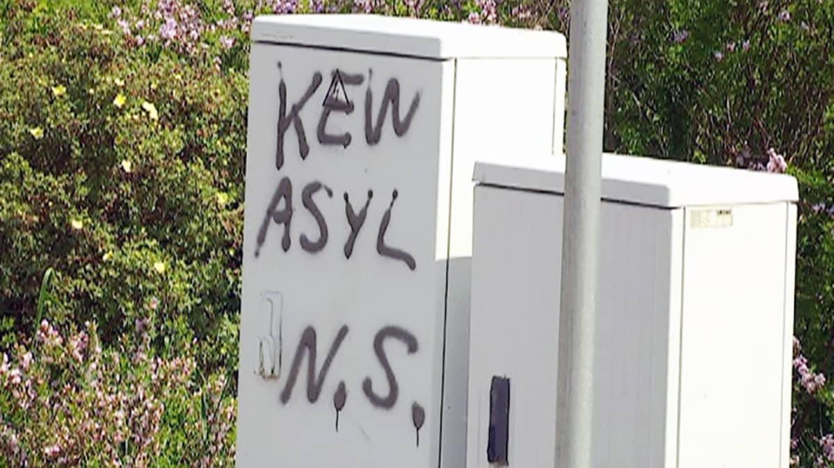 Kein Asyl -teksti sähkökaapissa Saksassa.