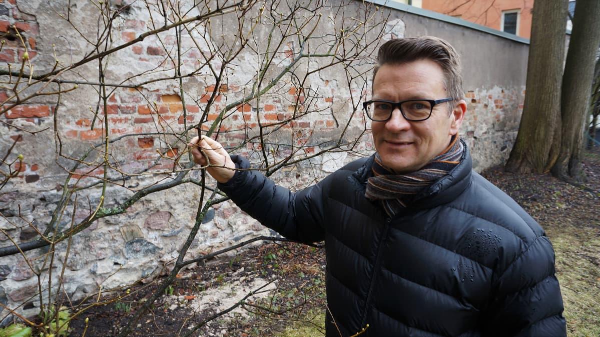 Puutarha-agronomi Timo Taulavuori.