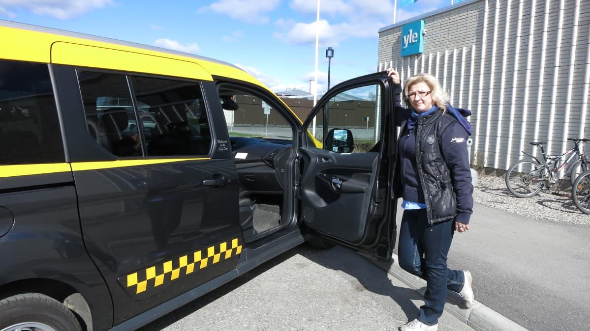 Outi Huttunen ja lady taxi