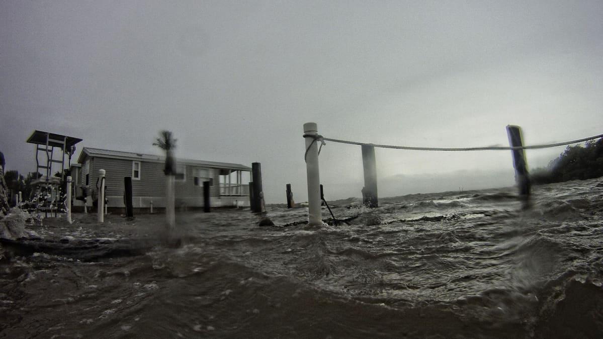 Myrskyisä meri Florida Keysissä Islamoradan alueella hurrikaani Irman enteillessä tulostaan 9. syyskuuta.