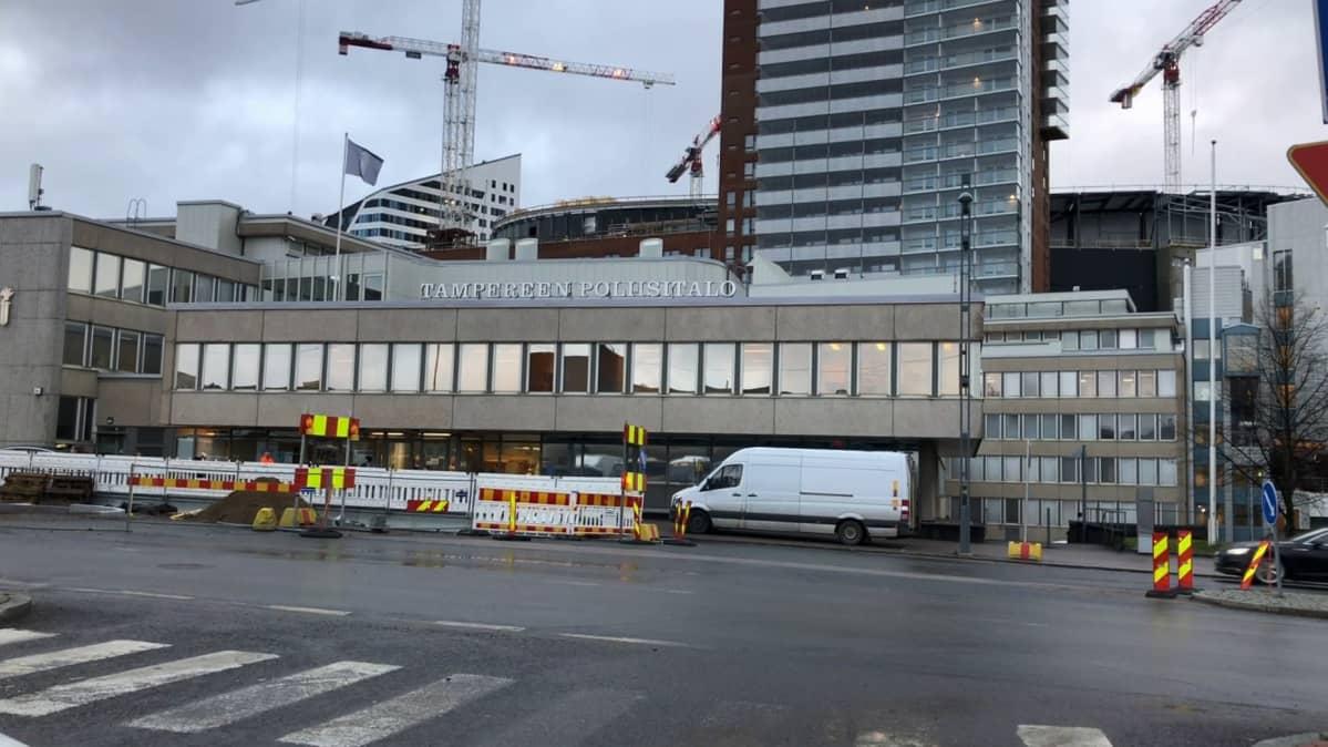 Tampereen vanha poliisitalo Hatanpään valtatien varressa.