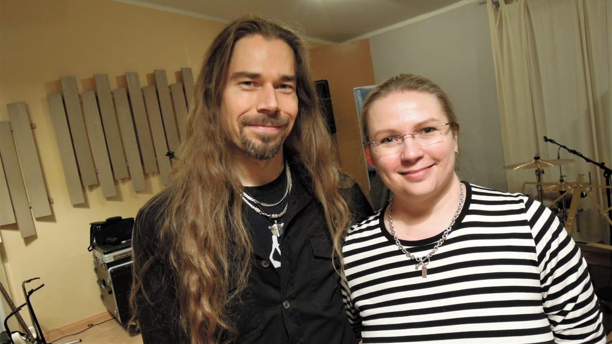 Piritta Poikonen ja Janne Riihimäki harrastavat äänekästä musisointia ja  muun muassa se on vaikuttanut asuinpaikan valintaan 8d264f9572