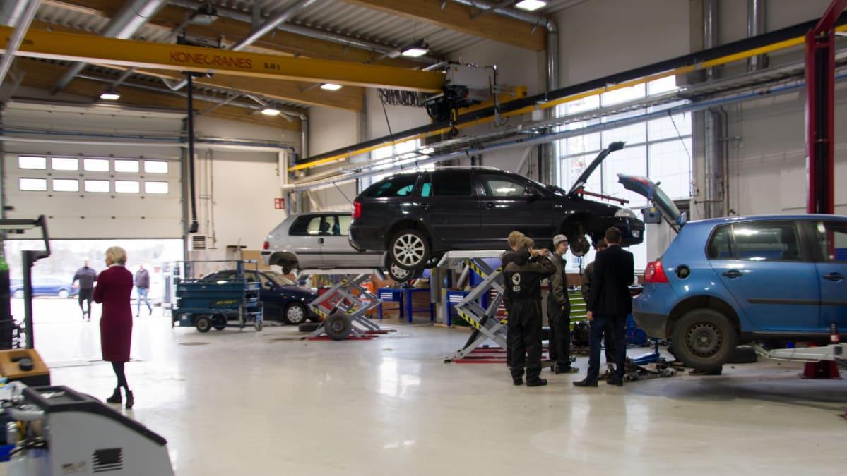 Jedun Nivalan yksiköstä voi valmistua muun muassa ajoneuvoasentajaksi, autonkuljettajaksi, koneistajaksi, levyseppähitsaajaksi, maarakennuskoneenkuljettajaksi, putkiasentajaksi, ICT-asentajaksi, kiinteistönhoitajaksi, sähköasentajaksi, talonrakentajaksi ja puusepäksi.