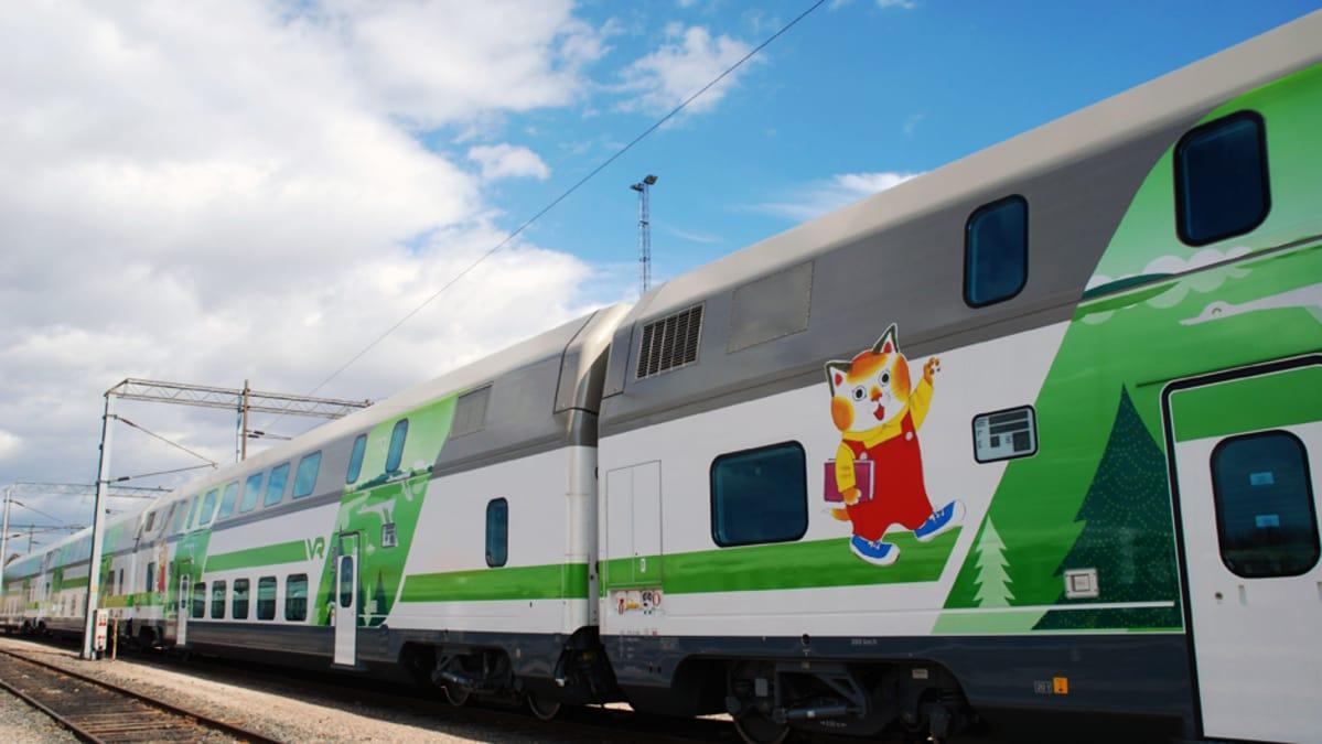 Sensuroimaton japanilainen juna suku puoli