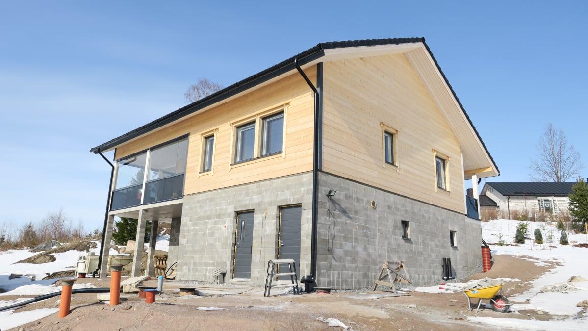 oman talon rakentaminen