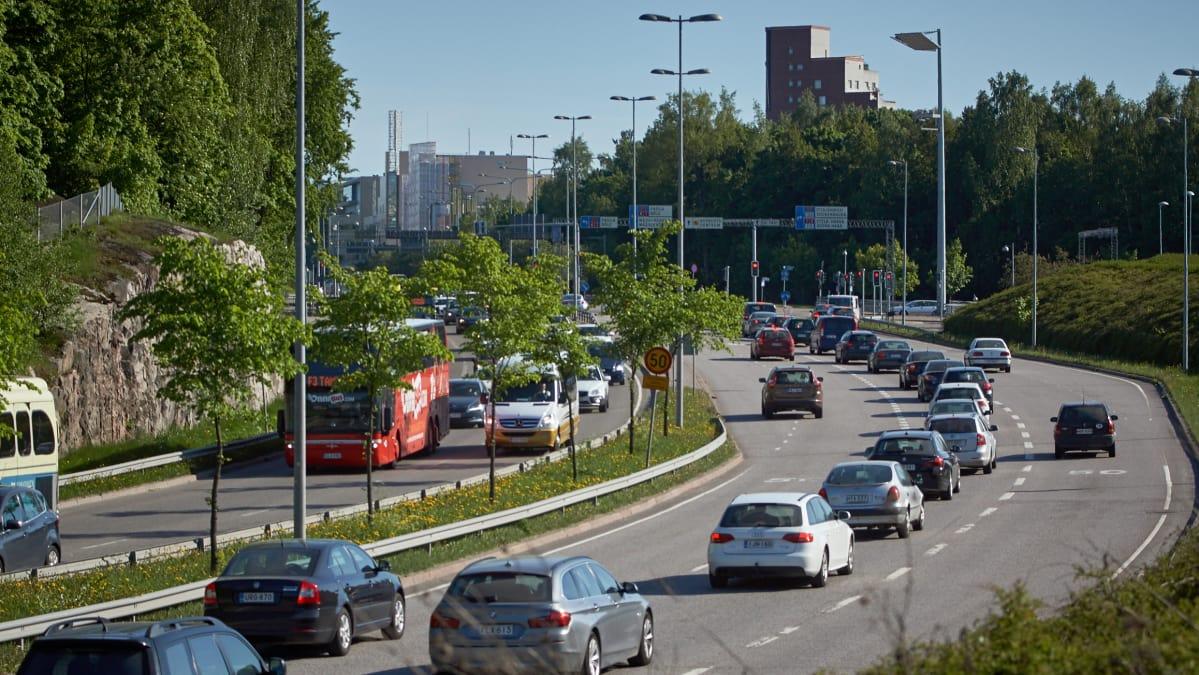 Hämeenlinnanväylästä suunnitellan  kaupunkibulevardia.