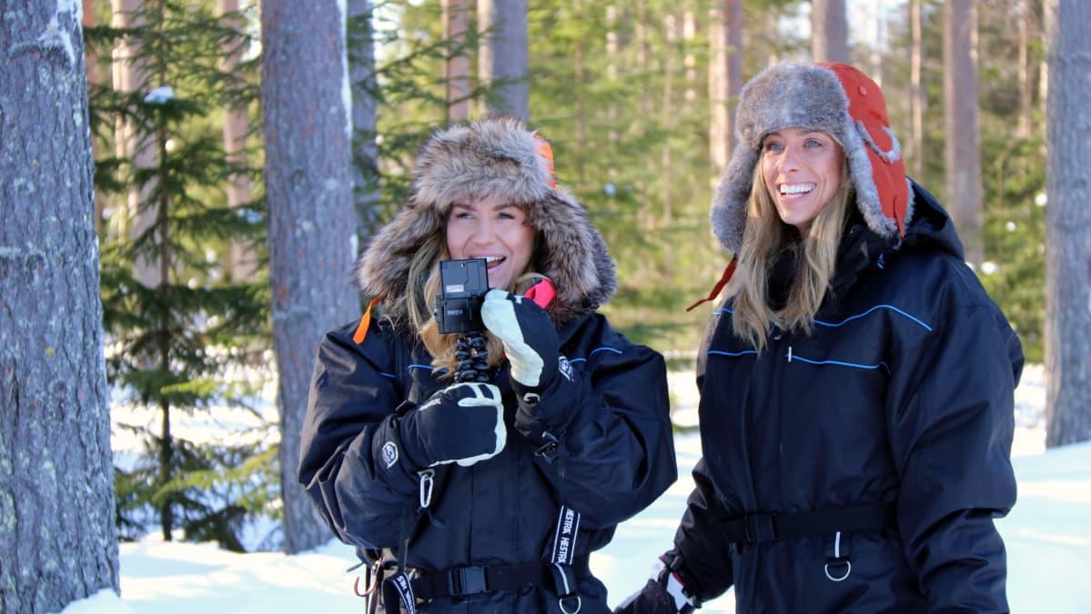 Brittibloggarit Mollie Bylett ja Lilly Sabri tutustuvat Pohjois-Karjalaan