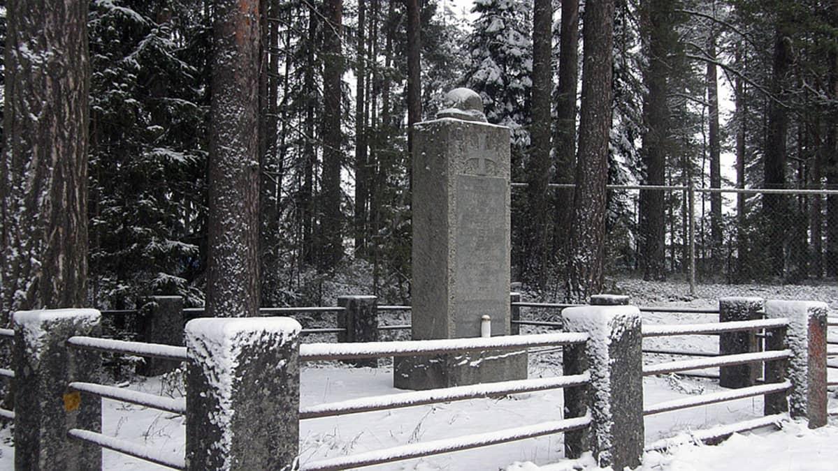 Saksalaisten sotilaiden muistomerkki Tuuloksessa