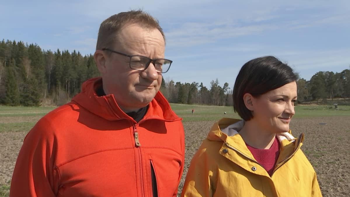 Qvidjan kartanon ja koetilan omistaja Ilkka Herlin ja Baltic Sea Action Groupin puheenjohtaja Saara Kankaanrinta