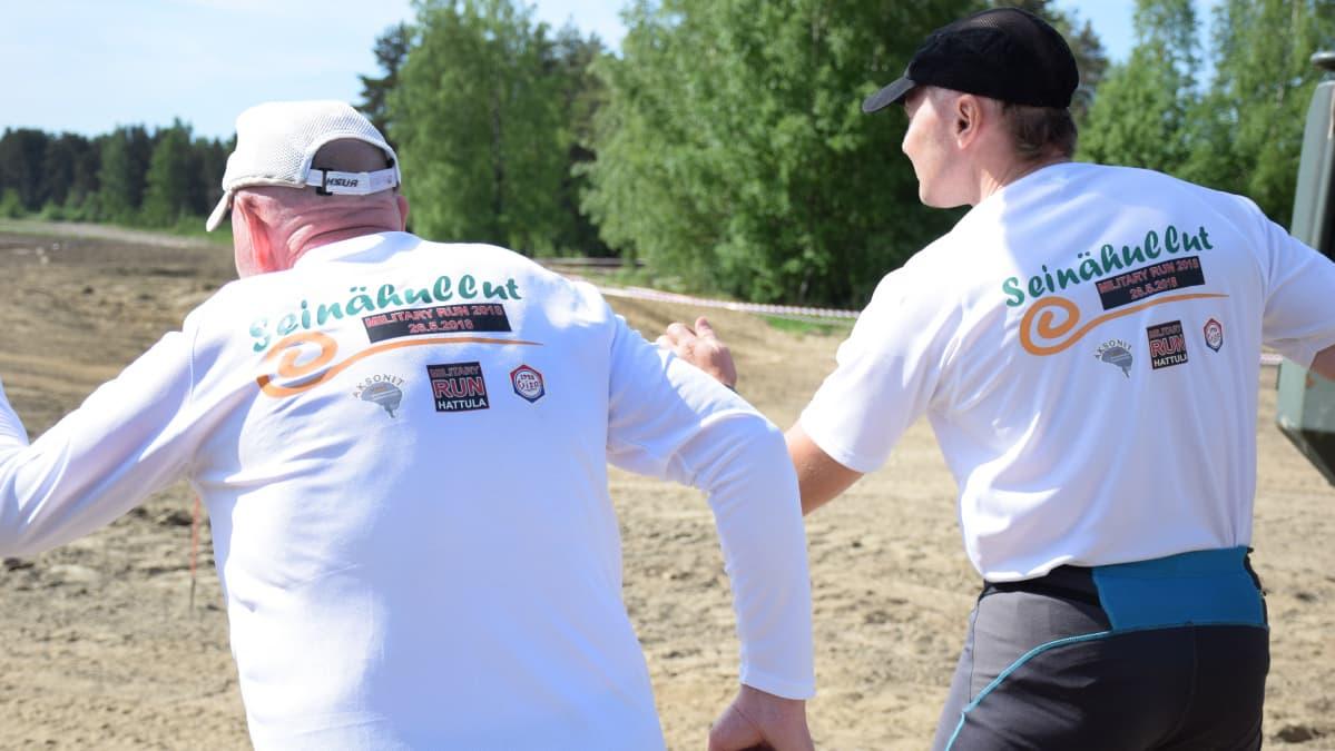 Jukka Stolt ja Sami Ylämurto lähtöviivalla Military Runille.