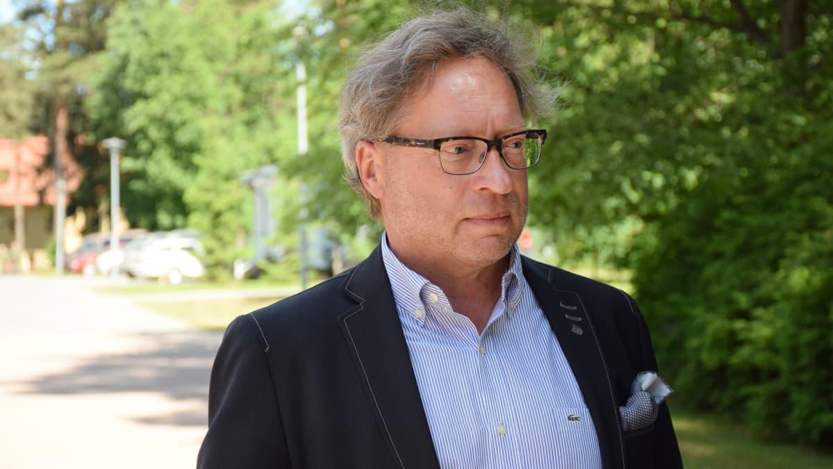 Apulaiskaupunginjohtaja Juha Isosuo Parolannummella.