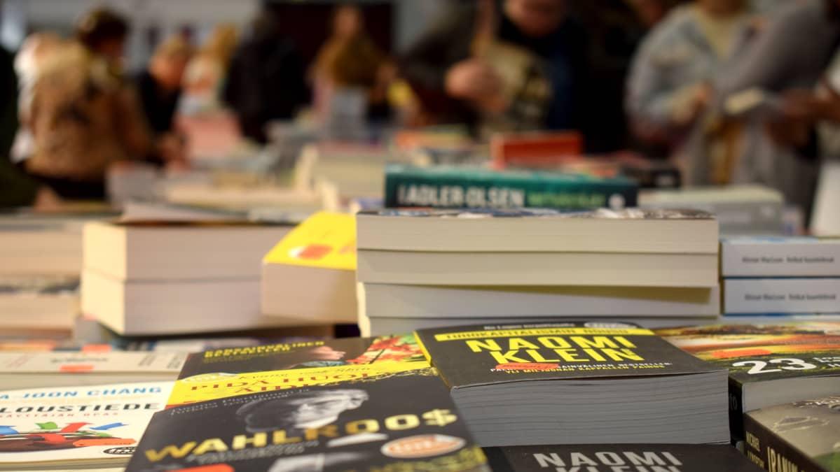 Kirjoja Turun Kirjamessuilla