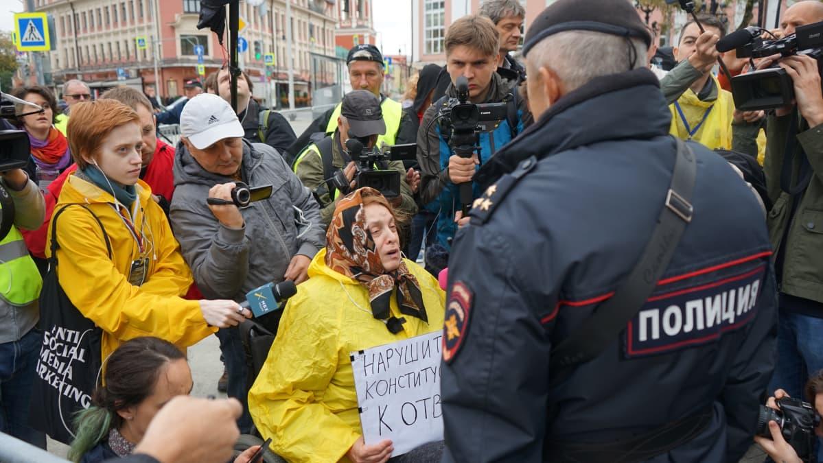 Fjodor Hudokormov kuvaa Moskovan mielenosoituksessa.