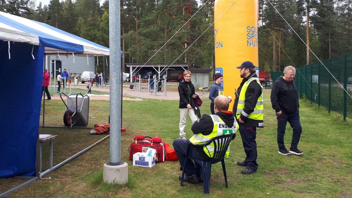 Toimitsijoita Kullervo-maratonilla Joutsenossa