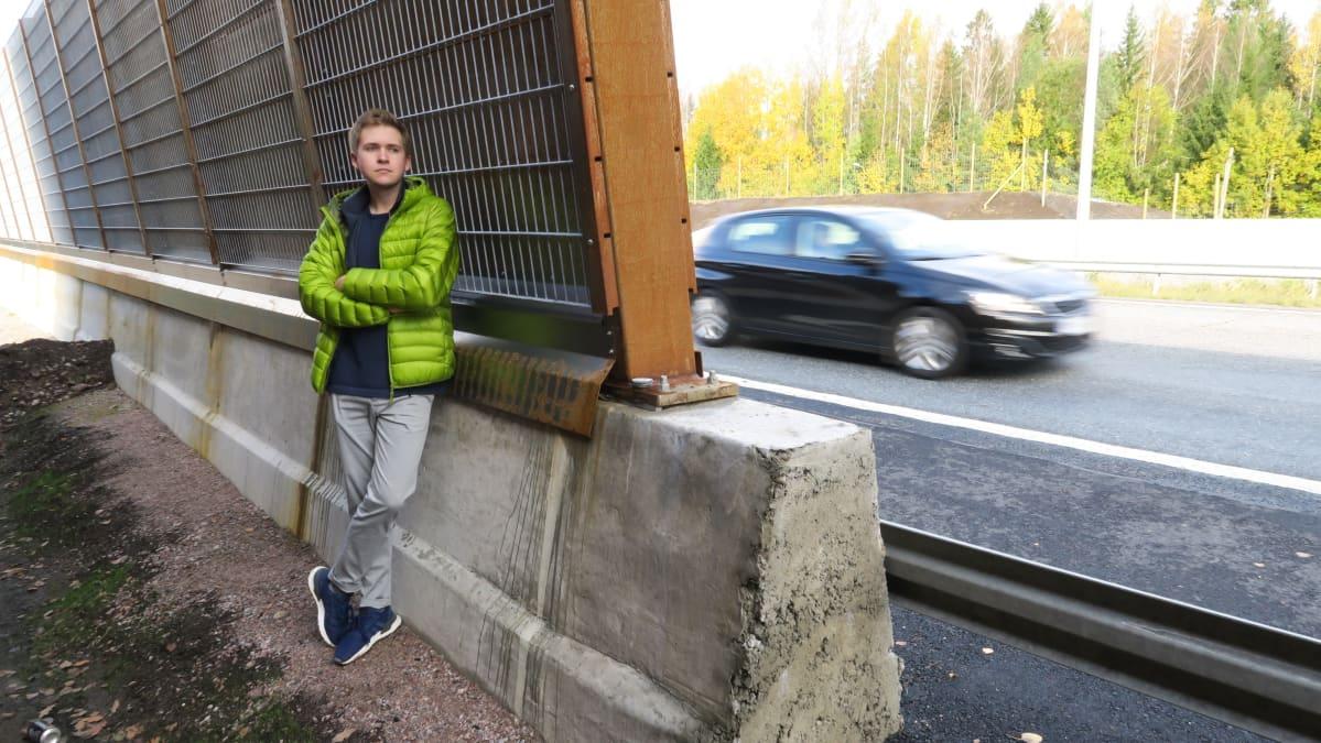Markus Myllyniemi on odottanut ja toivonut meluaitaa kotikyläänsä koko ikänsä. Nyt se on valmis, mutta tulos on pettymys.