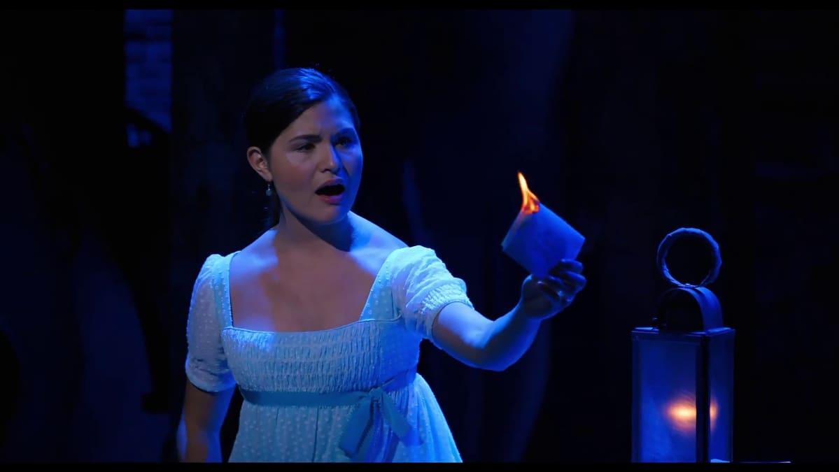 Phillipa Soo Elizabeth Hamiltonin roolissa Hamilton musikaalin Broadway-tuotannossa.
