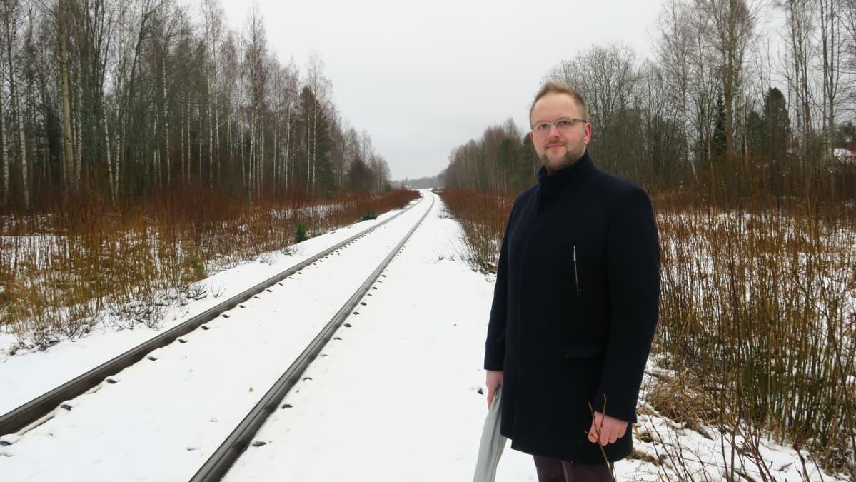 Ojakkalan kyläyhdistyksen puheenjohtajan Jari Maarton sukua asuu radan varressa Vihdissä jo neljännessä polvessa.