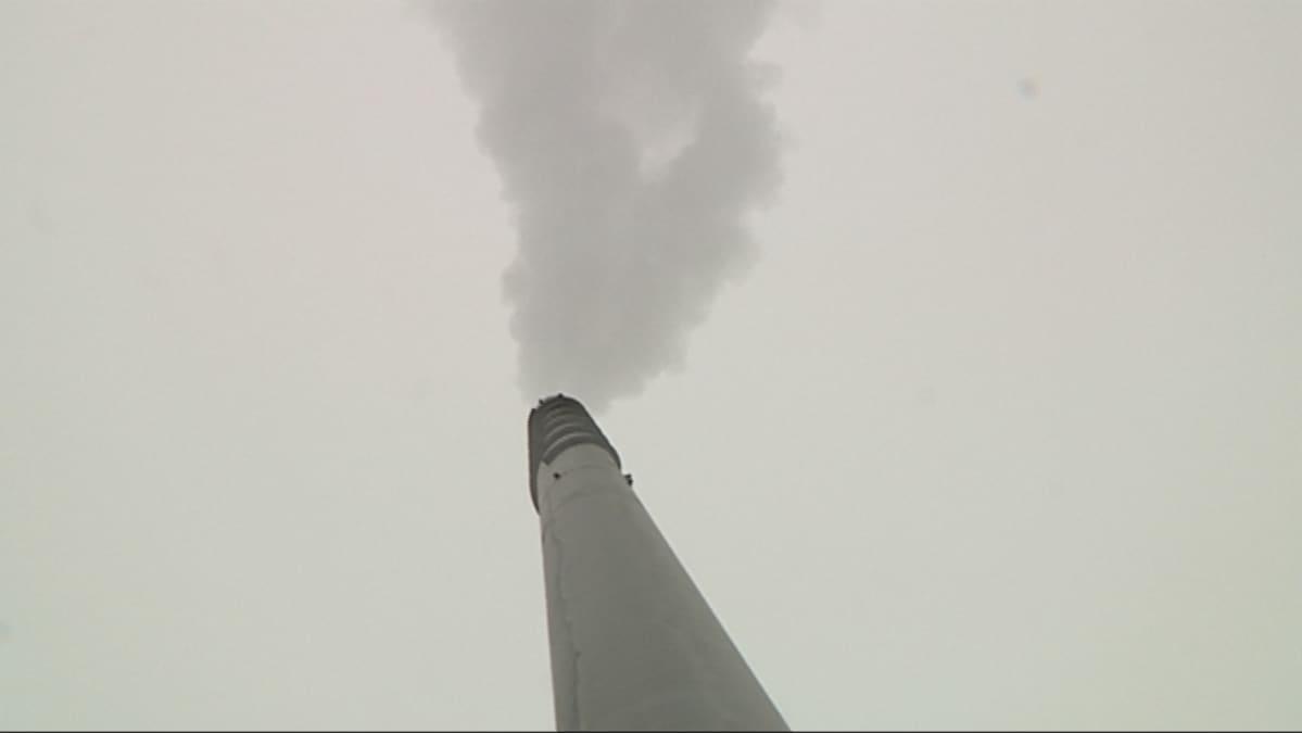 Etelä-Savon Energian Pursialan voimalaitoksen savupiippu.
